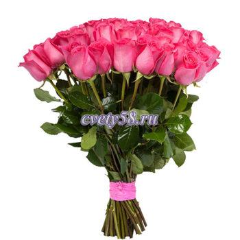 Насыщенно-розовая роза